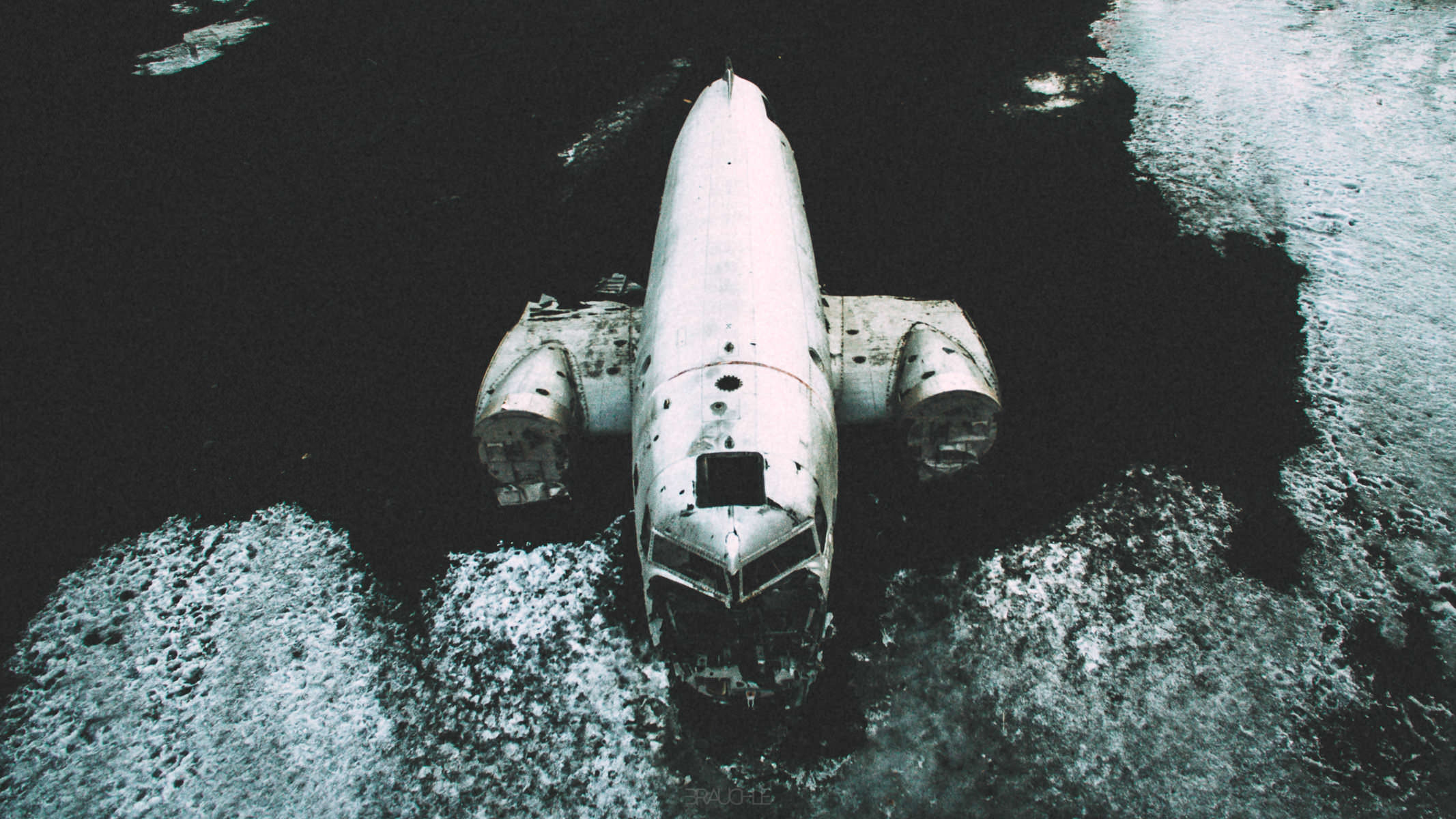 iceland-airplane-wreck-dc3-drone-0007