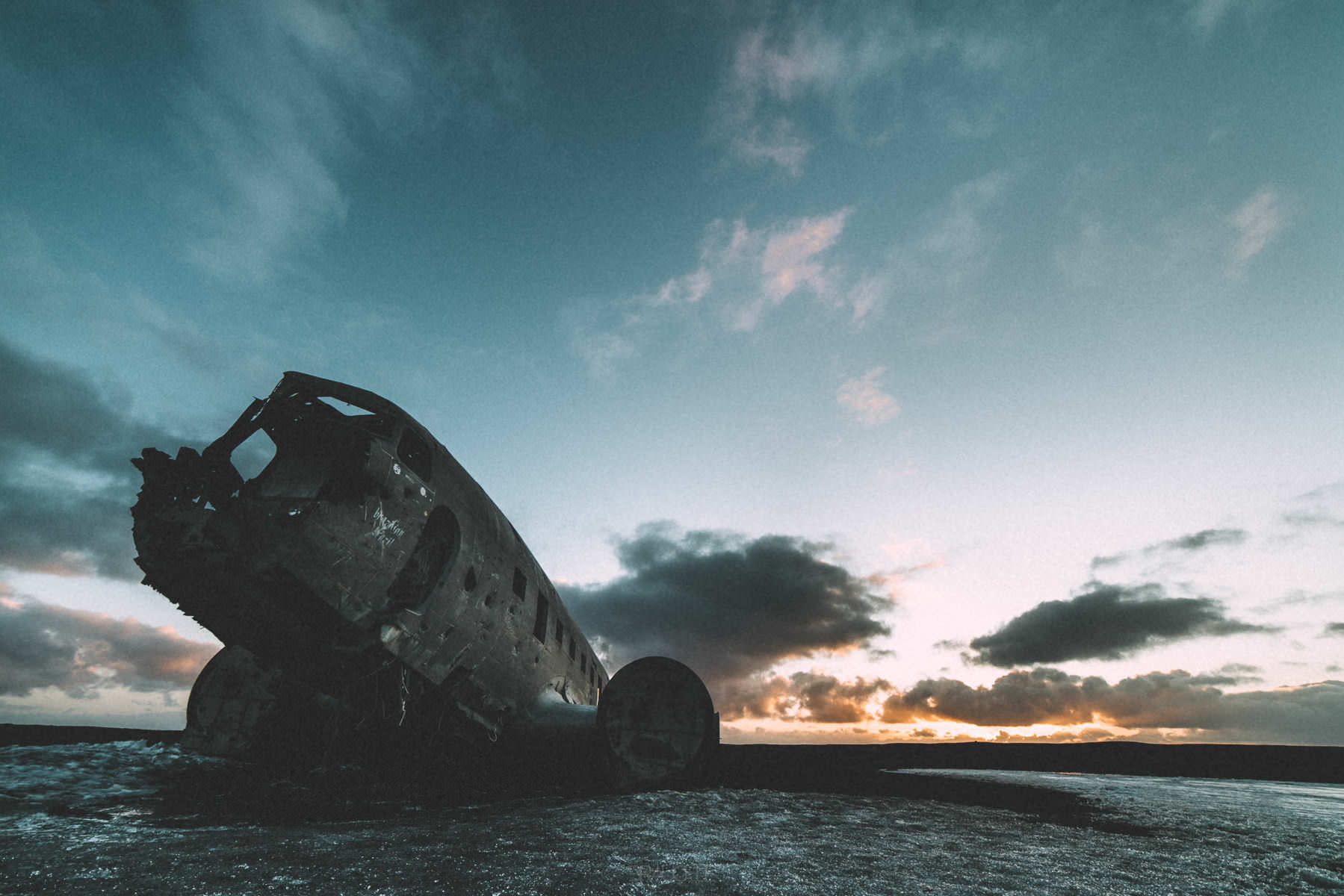 iceland-airplane-wreck-dc3-drone-0012