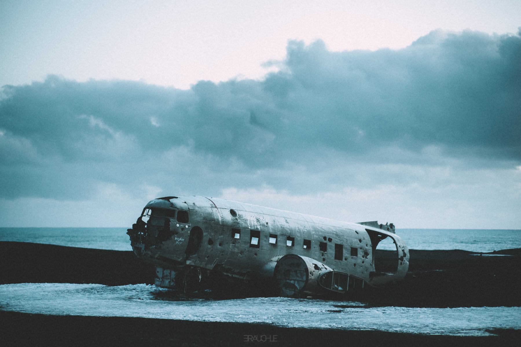 iceland-airplane-wreck-dc3-drone-0014