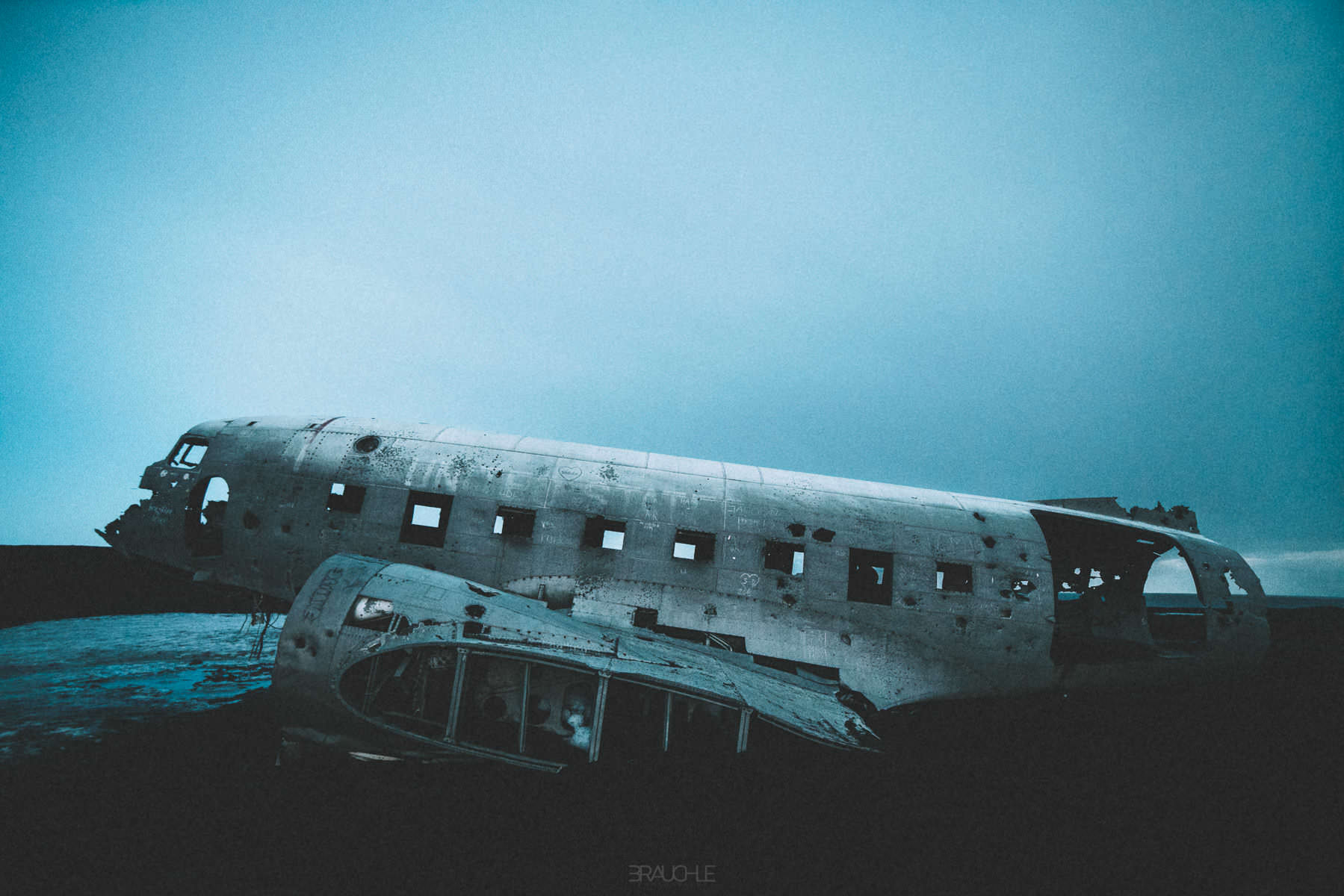 iceland-airplane-wreck-dc3-drone-0016