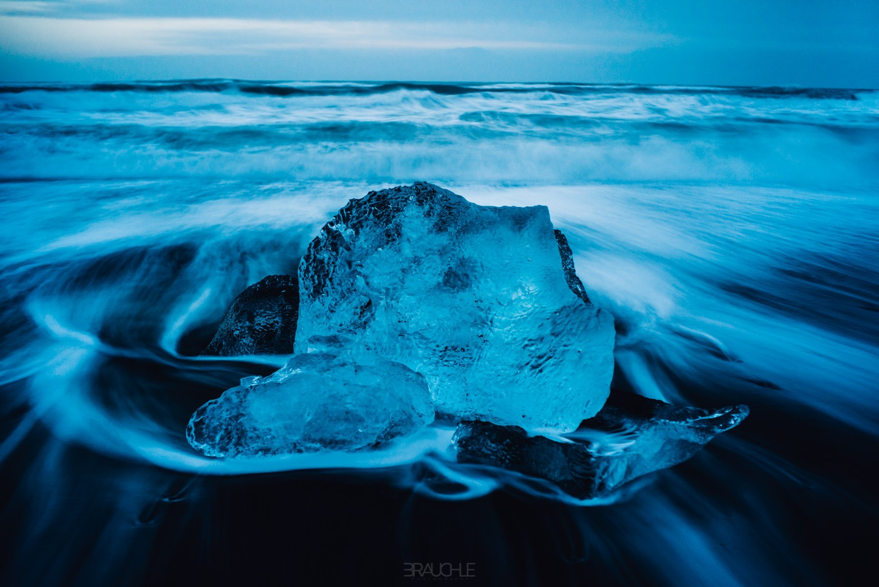 iceland-joekurlarlon-black-beach-ice-blocks-2