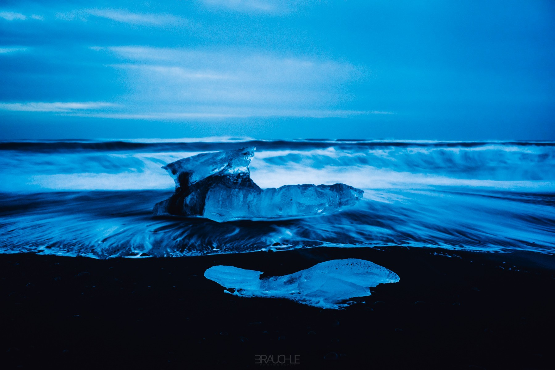 iceland-joekurlarlon-black-beach-ice-blocks-3