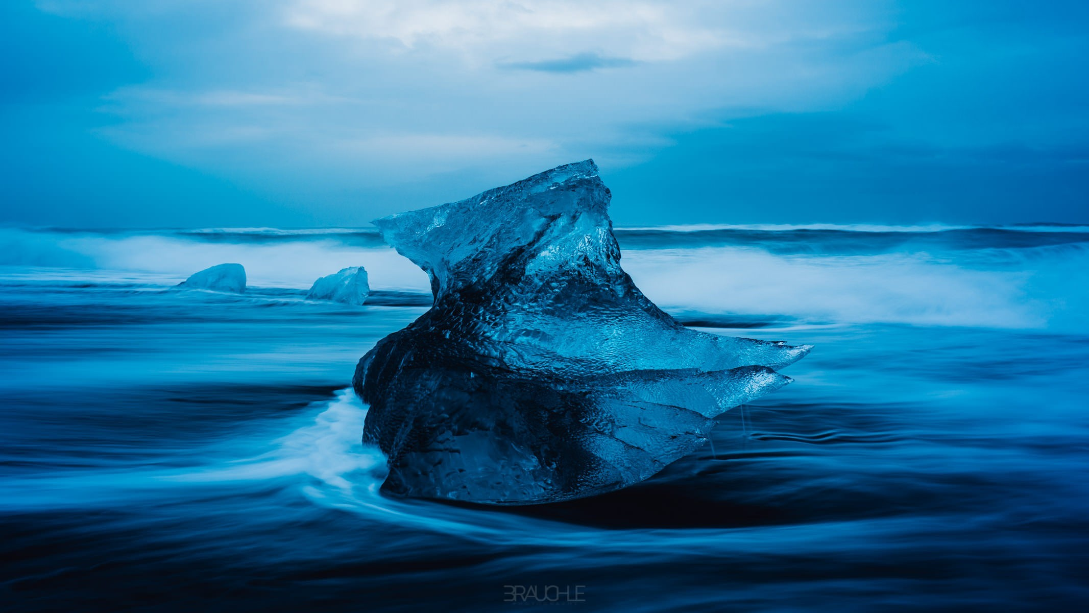 iceland-joekurlarlon-black-beach-ice-blocks-4